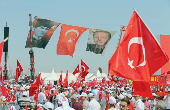 Dimanche-defile-dans-rues-dIstanbul-pour-soutenir-Erdogan-pendant-milliers-personnes-sont-emprisonnees-medias-museles-universites-fermees_0_730_473