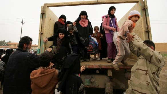 des_deplaces_irakiens_arrivent_au_camp_de_hamam_al-alil_le_20_mars_dernier._dr